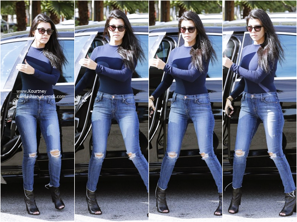 23/10/2015 : Kourtney arrivant/quittant un studio à Los Angeles.