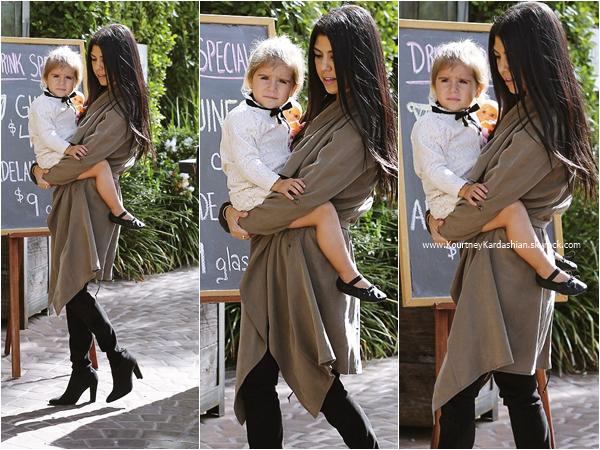 27/10/2015 : Kourtney arrivant/quittant l'anniversaire de Caitlyn Jenner au restaurant Villa à Woodland Hills.