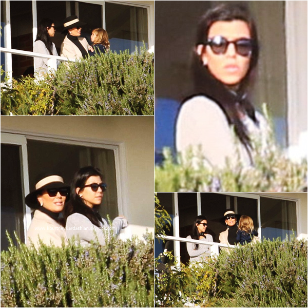08/11/2015 : Kourtney, ses enfants et sa maman Kris rendant visite à son ex Scott au Cliffside Rehab Center à Malibu.