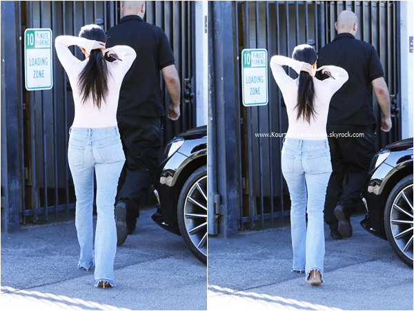 13/11/2015 : Kourtney arrivant/quittant un studio à Van Nuys.