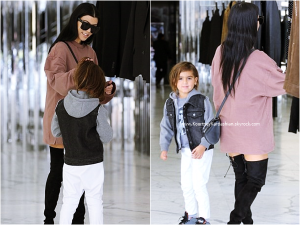 30/11/2015 : Kourtney et son fils Mason faisant du shopping à Beverly Hills.