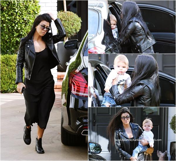 03/12/2015 : Kourtney et son fils Reign se rendant chez une amie à Beverly Hills.