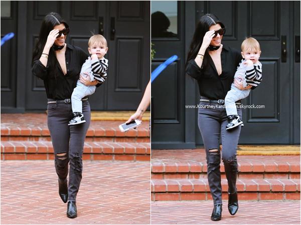 10/12/2015 : Kourtney et son fils Reign arrivant/quittant un cours d'éveil à Beverly Hills.