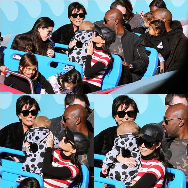 14/12/2015 : Kourtney et sa famille célébrant l'anniversaire de ses fils à Disneyland.