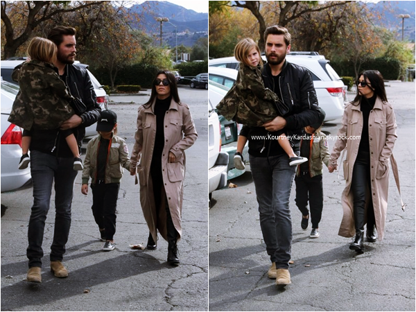03/01/2016 : Kourtney et Scott emmenant leurs enfants au cinéma à Westlake.