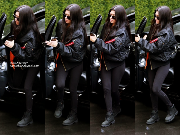 05/01/2016 : Kourtney arrivant/quittant le Epione Skin Care Center à Beverly Hills.