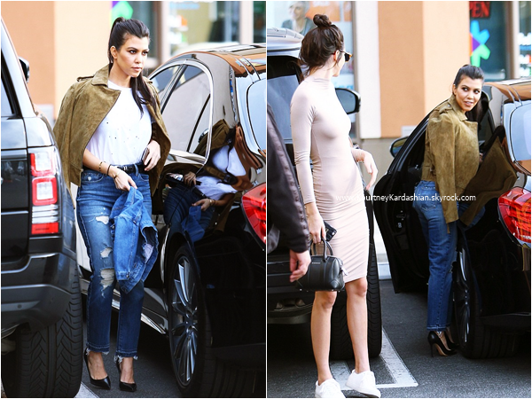 11/01/2016 : Kourtney, sa fille Penelope et sa soeur Kendall arrivant/quittant le Blu Jam Cafe  à Woodland Hills.
