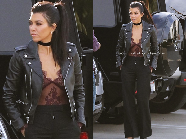 27/01/2016 : Kourtney arrivant/quittant un studio à Van Nuys.
