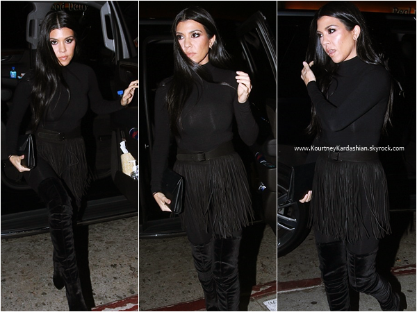 29/01/2016 : Kourtney arrivant/quittant le restaurant The Nice Guy à West Hollywood.