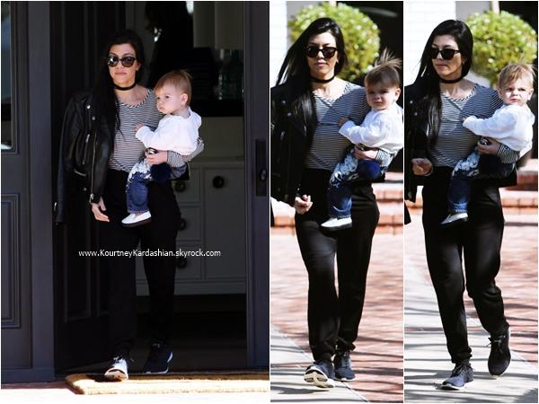 04/02/2016 : Kourtney et son fils Reign arrivant/quittant un cours de musique à Beverly Hills.