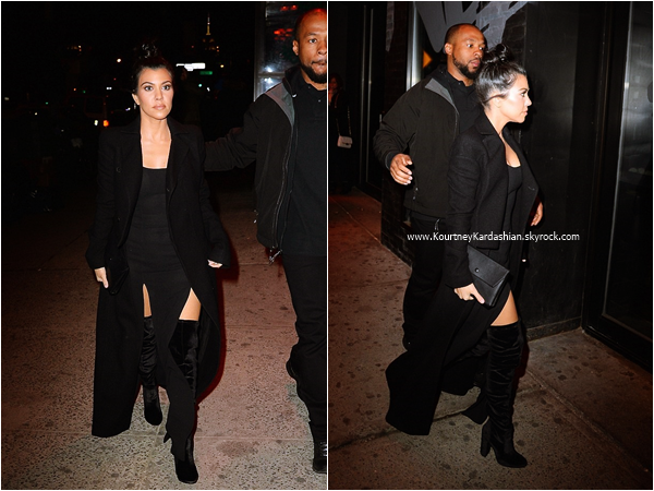 10/02/2016 : Kourtney et sa soeur Kylie quittant le restaurant Serafina à New-York.