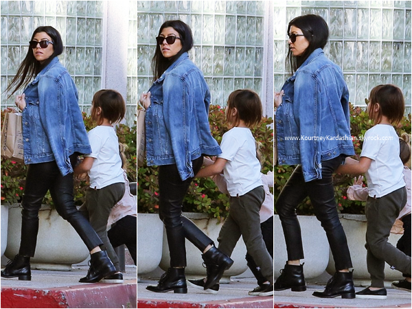 19/02/2016 : Kourtney et ses enfants se promenant à Los Angeles.