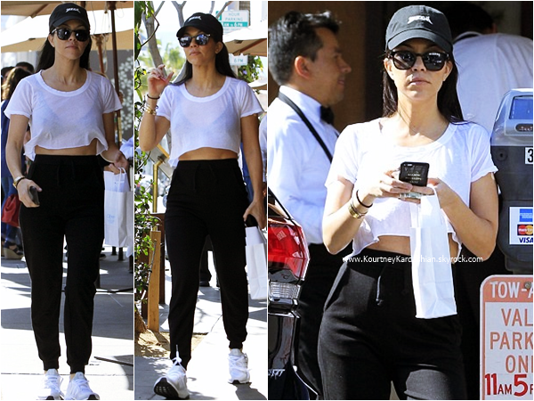 23/02/2016 : Kourtney faisant du shopping à Los Angeles.