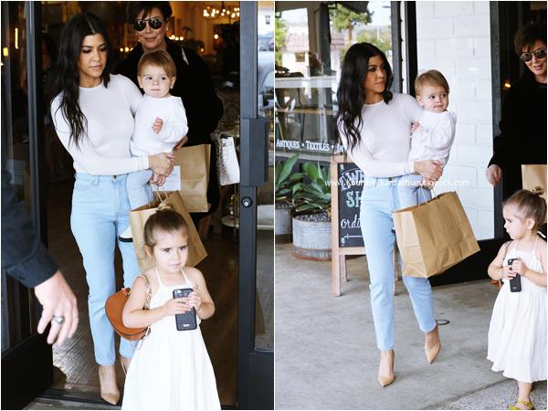 26/02/2016 : Kourtney, ses enfants et sa maman Kris faisant du shopping à Calabasas.