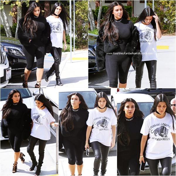 09/03/2016 : Kourtney, sa soeur Kim et Jonathan Cheban arrivant/quittant le restaurant Hugo à Thousand Oaks.