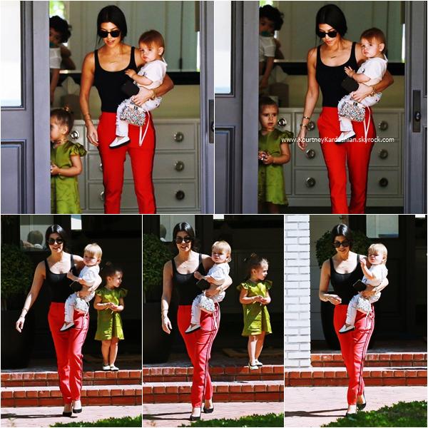 17/03/2016 : Kourtney et ses enfants arrivant/quittant un cours de musique à Beverly Hills.