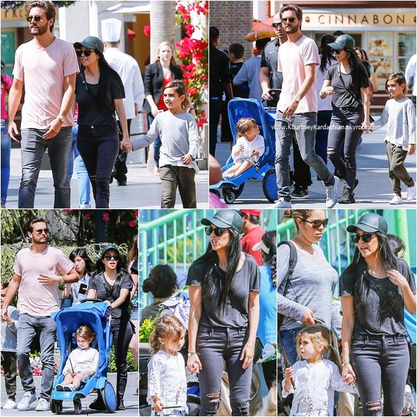 18/03/2016 : Kourtney, ses enfant et Scott passant la journée à Universal Studio.