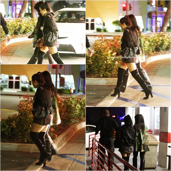 20/03/2016 : Kourtney et une amie se rendant au concert de Justin Bieber à Los Angeles.