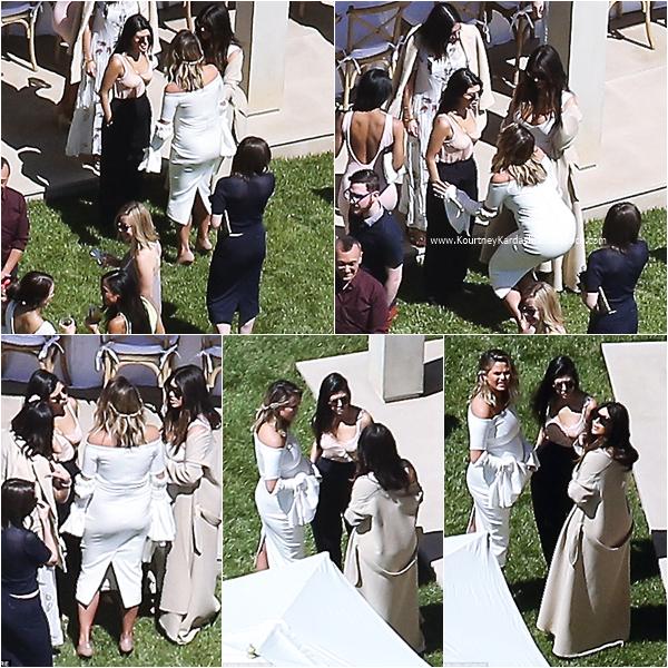 26/03/2016 : Kourtney et ses soeurs assistant à la baby shower de Chrissy Teigen à Bel Air.