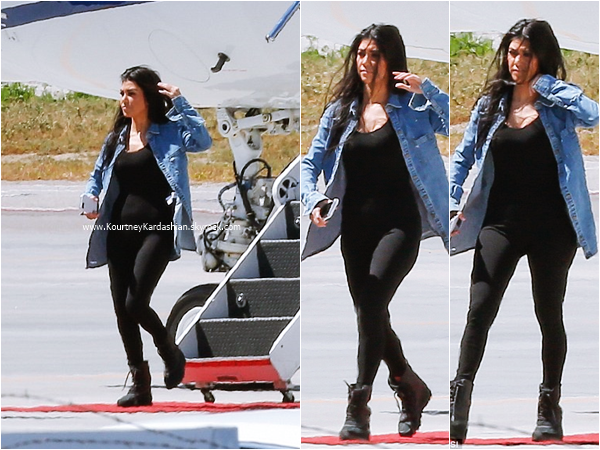 04/04/2016 : Kourtney à l'aéroport de Van Nuys.