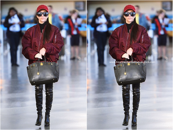 16/04/2016 : Kourtney arrivant à l'aéroport LAX de Los Angeles.