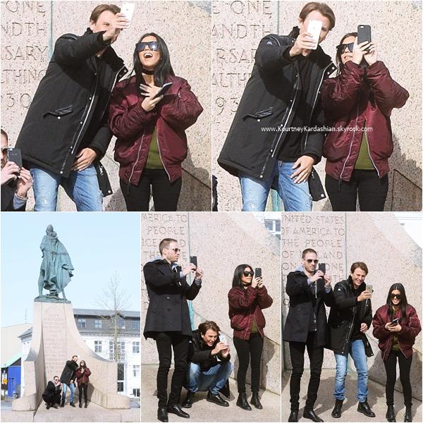18/04/2016 : Kourtney et Jonathan Cheban visitant le Leifur Eiriksson Statue en Islande.