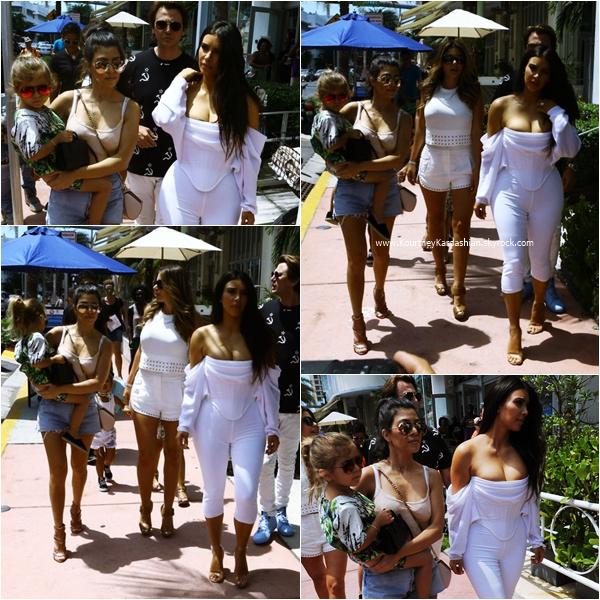23/04/2016 : Kourtney, Penelope, Kim, North et Jonathan faisant du shopping à Miami.