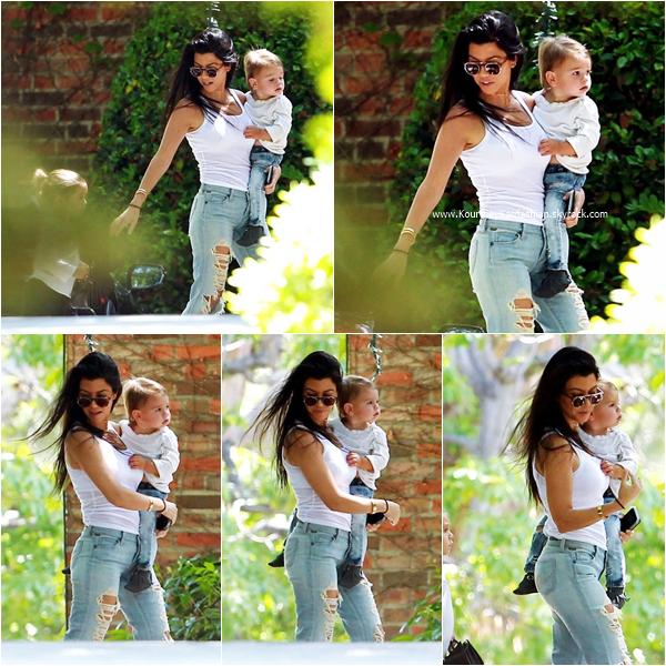 28/04/2016 : Kourtney et ses enfants se rendant chez une amie à Beverly Hills.