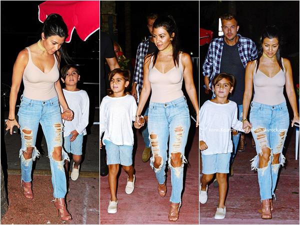02/05/2016 : Kourtney et ses enfants arrivant à l'aéroport de Miami.
