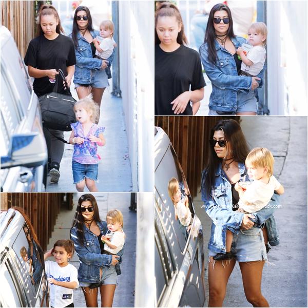 14/05/2016 : Kourtney et ses enfants se rendant à un anniversaire à Studio City.