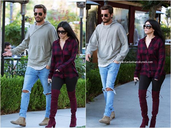 24/05/2016 : Kourtney et son fils Mason dans les rues de Los Angeles.