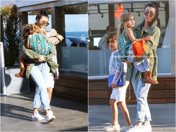 30/05/2016 : Kourtney et ses enfants allant déjeuner au Masto's Ocean Club à Malibu.