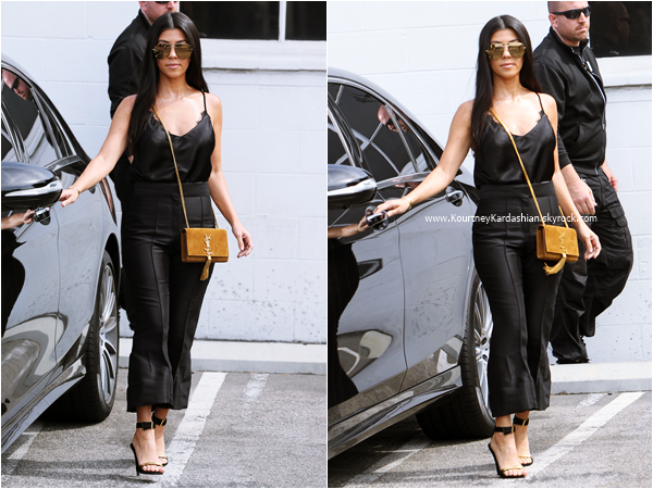10/06/2016 : Kourtney quittant un studio à Van Nuys.