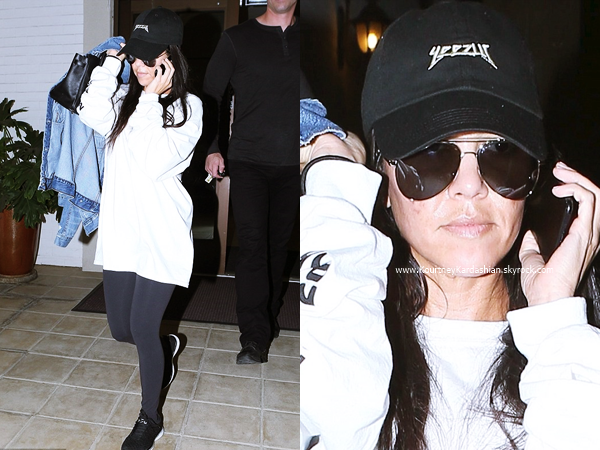 08/11/2016 : Kourtney arrivant/quittant un cours d'art à Los Angeles.
