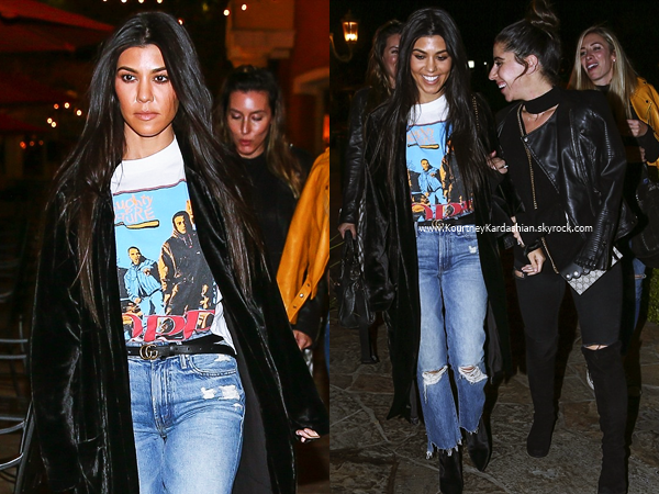 08/12/2016 : Kourtney et des amies quittant un restaurant à Calabasas.