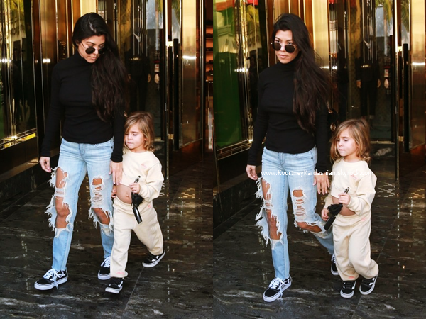 13/12/2016 : Kourtney, Scott et leur fille Penelope arrivant/quittant le restaurant II Pastaio à Beverly Hills.