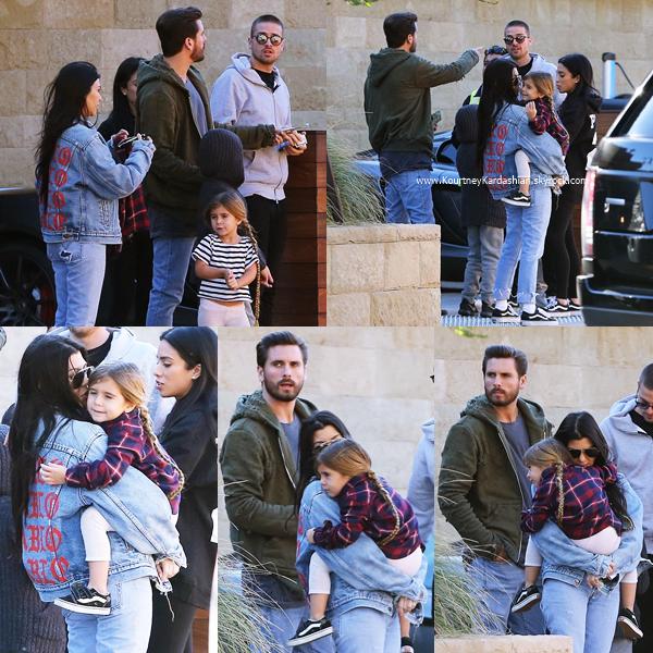 18/12/2016 : Kourtney, Scott et leurs enfants au Soho House à Malibu.