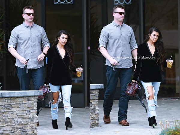 10/01/2017 : Kourtney quittant un studio à Los Angeles.