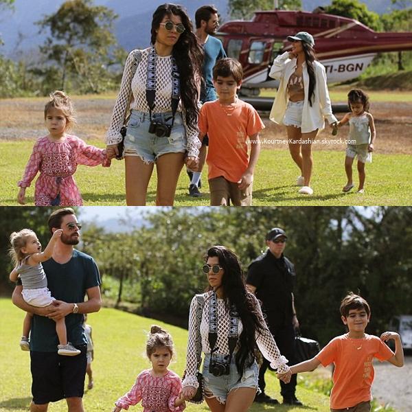 27/01/2017 : Kourtney et sa famille allant dîner au restaurant Ostra en Costa Rica.