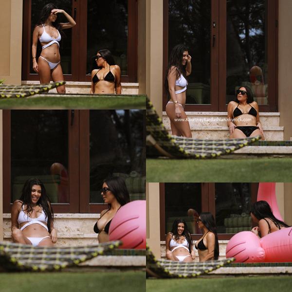 30/01/2017 : Kourtney, sa soeur Kim et une amie au bord d'une piscine en Costa Rica.