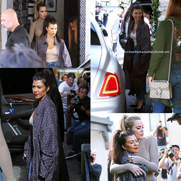 08/02/2017 : Kourtney et ses soeurs arrivant/quittant le restaurant Cafe Vega à Sherman Oaks.