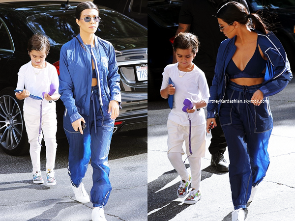 28/03/2017 : Kourtney et son fils Mason arrivant/quittant un cours d'art à Woodland Hills.
