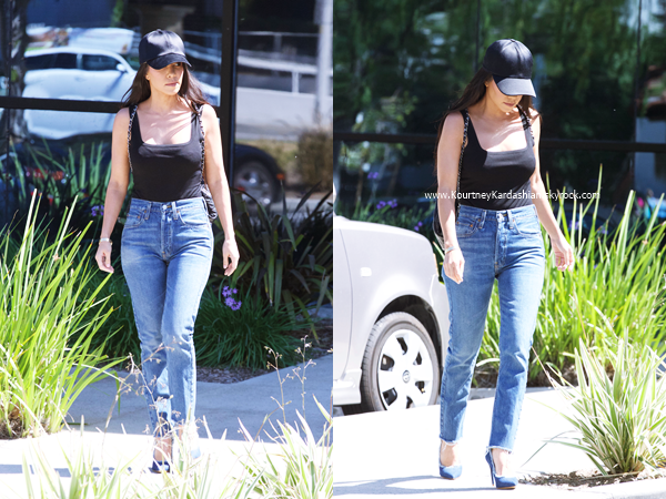 29/03/2017 : Kourtney quittant un studio à Los Angeles.
