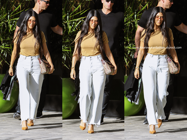 05/04/2017 : Kourtney quittant un studio à Los Angeles.