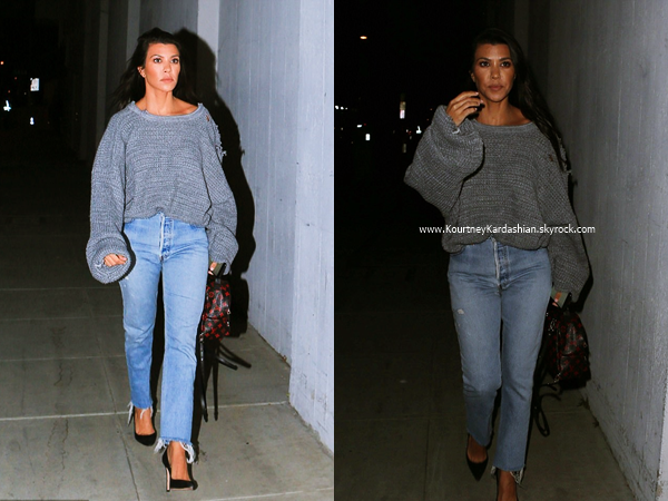 02/05/2017 : Kourtney arrivant/quittant un cours d'art à Woodland Hills.