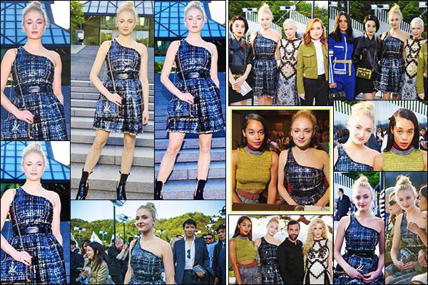 14/05/17 : Sophie Turner a assisté au défilé Louis Vuitton pour la collection 2018 - Kiko, Japon.  La belle Sophie portait une magnifique robe Louis Vuitton qui lui allait à ravir. C'est donc un grand TOP pour ma part, qu'en penses-tu ?