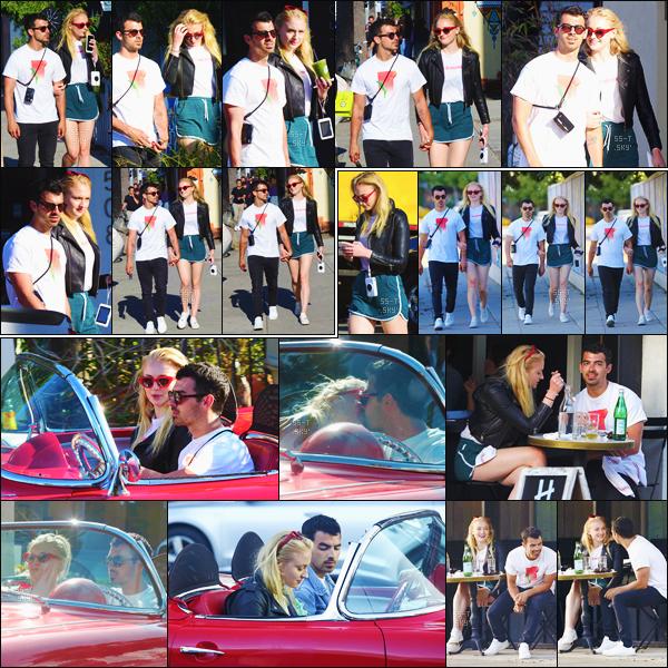11/06/17 : Sophie et Joe ont été vus se baladant dans Venice, Santa Monica puis Malibu.  Miss Turner était habillée d'un tee-shirt blanc et d'une jupe verte, je ne suis pas très fan de cette tenue, c'est un bof pour moi.