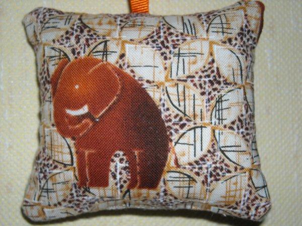 Minis coussins brodés Elephant