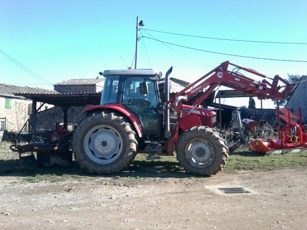 Machine à planter les arbres et MF 5460