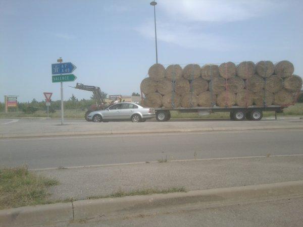 Transport de Bottes rondes de Paille - Case + Chargeur & Plateau 3 essieux - 02 / 08 / 11